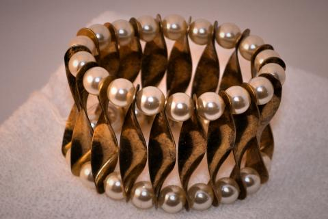 Gold Metal and Pearl Bracelet Photo