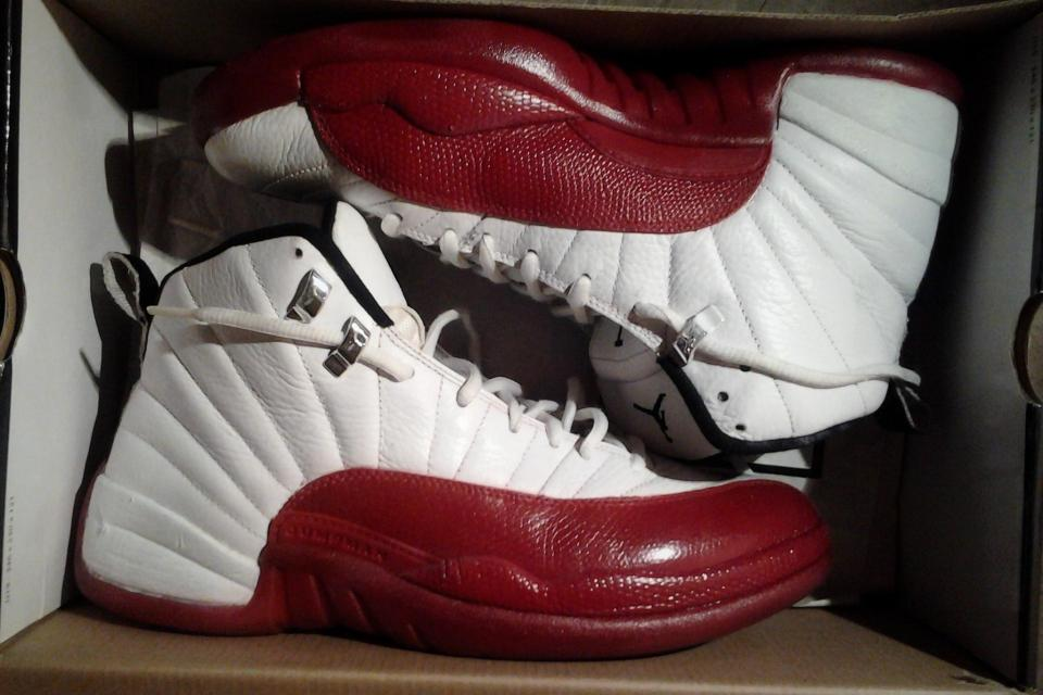 Jordan 12 Size 9 Cherry red & white Large Photo
