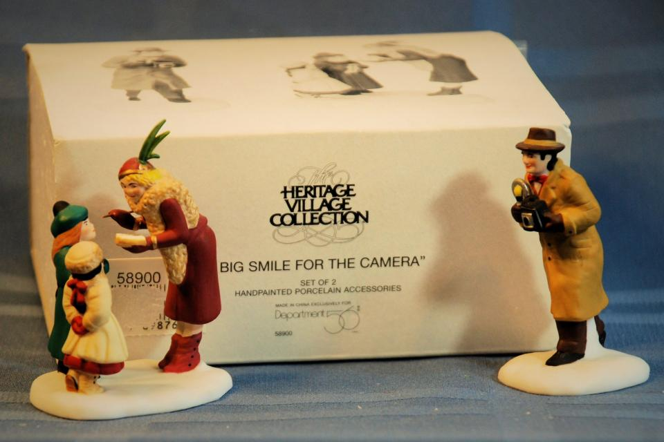 Dept 56 CIC Big Smile For the Camera  56.58900 Large Photo