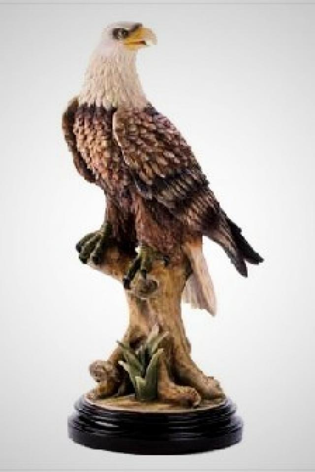 Mountain Eagle Statue Photo