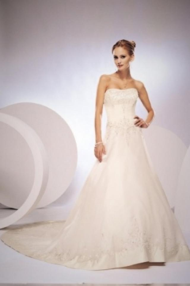 Mon Cheri wedding dress Photo