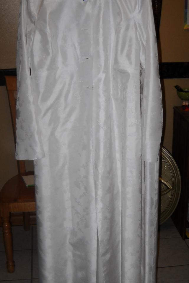 Very vintage white, simple, and beautful wedding dress Large Photo