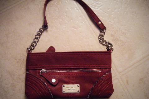 Red Nine West small purse Photo