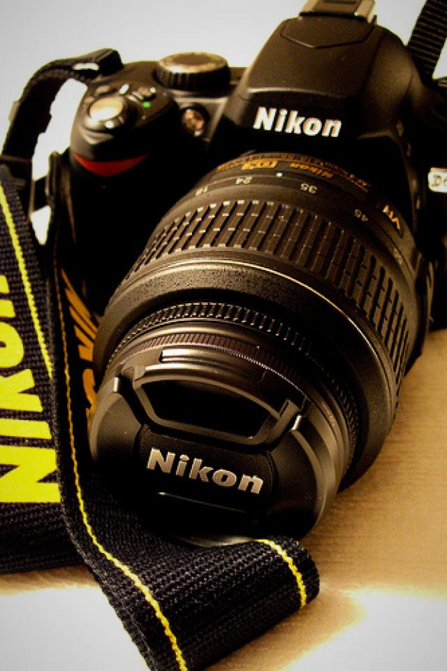 Nikon D60 Gold Edition with Nikkor 18-55mm lens & camera bag Photo