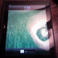 IPAD 2 64 GB SILVER, NEWEST VERSION RUNS IOS 5.01 /LEATHER CASE/BUILT IN WIFI KEYBOARD Photo