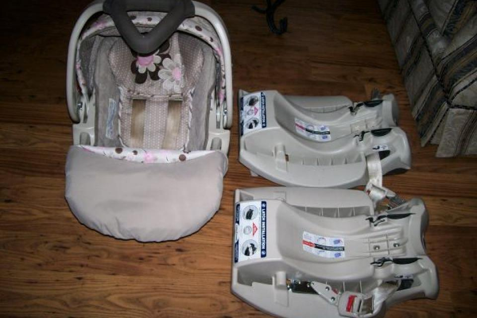 Baby Trend car seat w/ 2 bases Large Photo