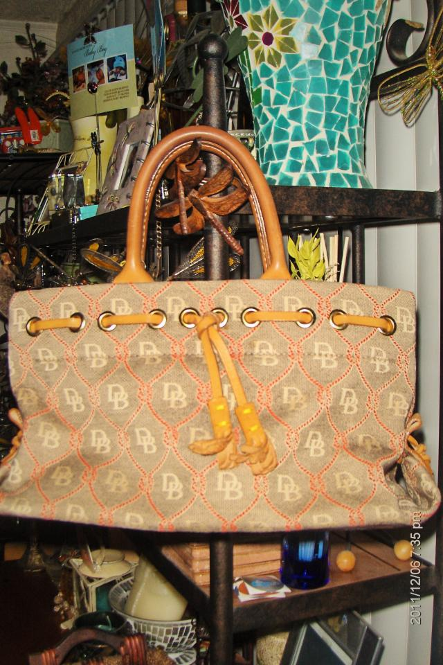 Authentic Dooney & Bourke Hand purse bag SOLD 9/13/12 Photo