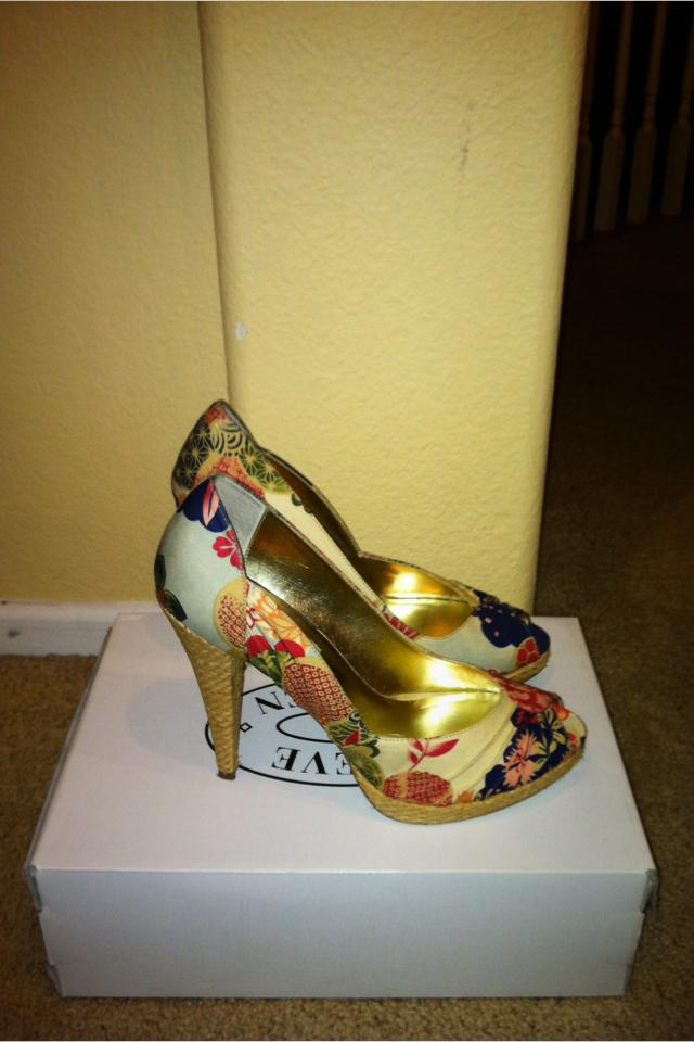 Steve Madden Mandarin peep-toe pumps Photo