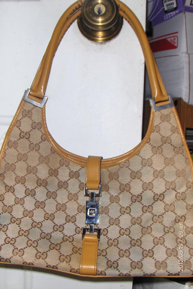 Authentic Gucci Leather Shoulder Hand bag or Best offer! Large Photo