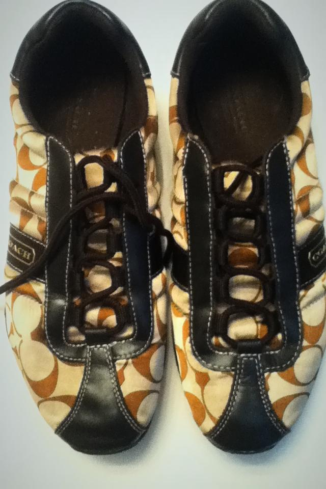 Authentic size 8 coach shoes Photo