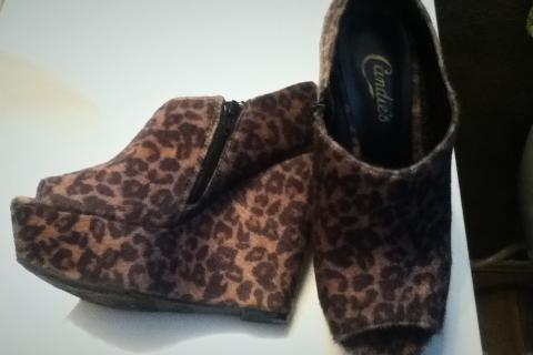 Size 8 1/2 leopard wedges Photo
