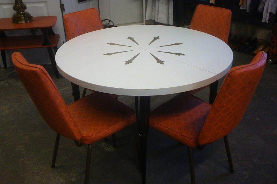 Vintage Retro Formica table w/leaf and 4 Vintage Orange Chairs Large Photo