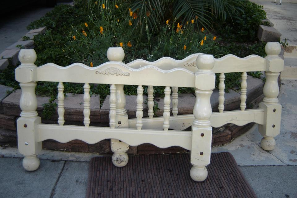 Charming Vintage Youth Bed Headboard & Footboard Large Photo