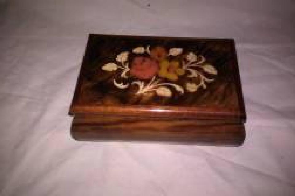 VINTAGE MUSIC BOX MADE IN ITALY! NICE Cherry Wood Large Photo
