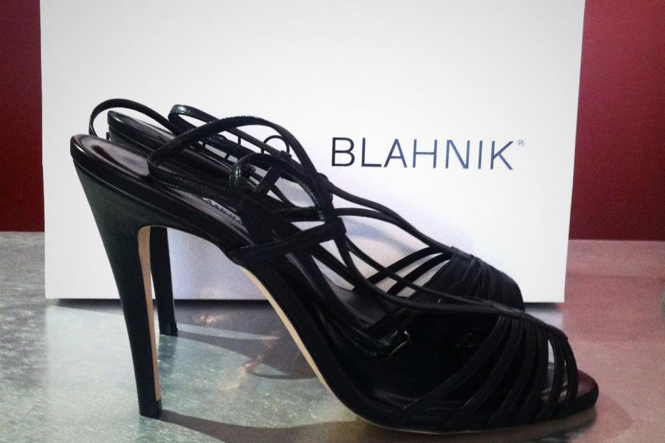 MANOLO BLAHNIK BLACK STAPPY HEELS NEVER WORN SZ 38.5 ORG $825 TO DIE FOR Large Photo