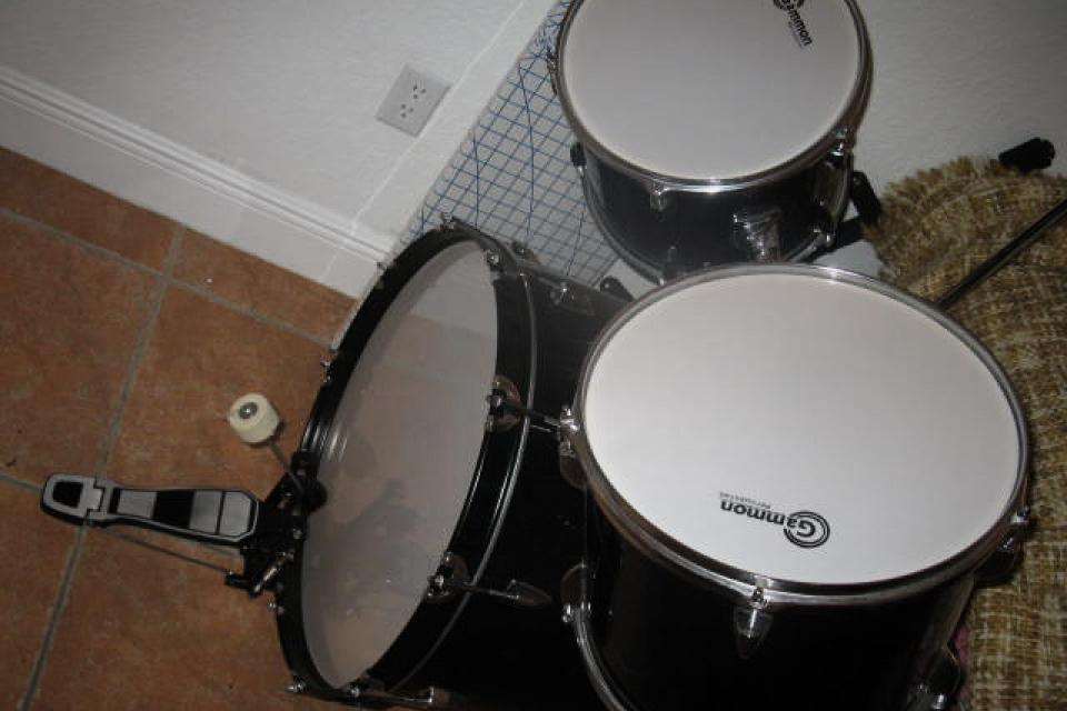 7 Piece Drum Set - Like New Large Photo