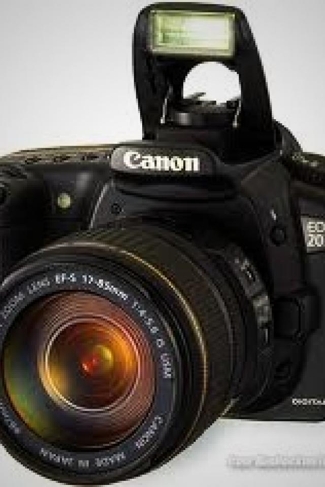 Canon 20d Professional camera with 18-35 mm lens included Photo