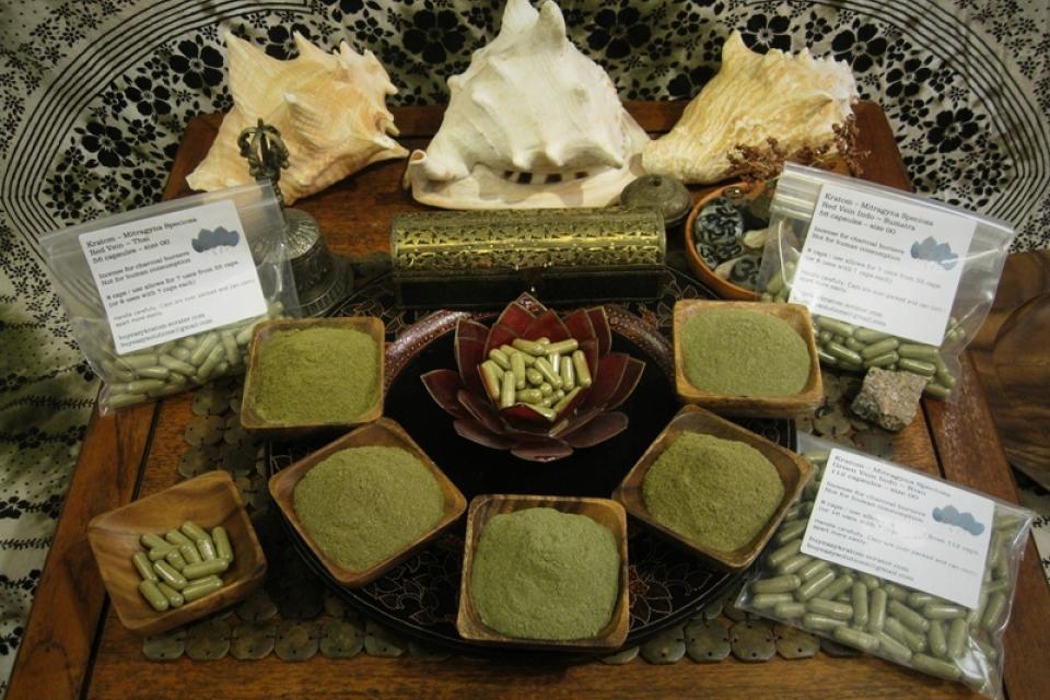 Kratom ~ 72 Capsules ~ Green Malay Large Photo