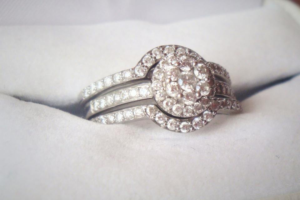 Beautiful Diamond Engagement Ring and Diamond Wedding Band Set Large Photo
