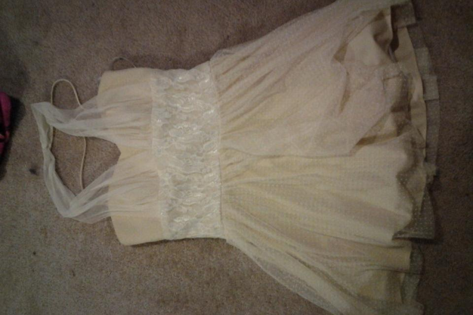 Creme and Lace Short Dress Large Photo