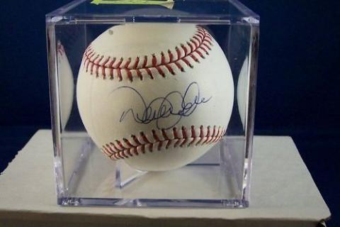 DEREK JETER AUTOGRAPH OFFICIAL MAJOR LEAGUE BASEBALL..STEINER SPORTS COA Photo