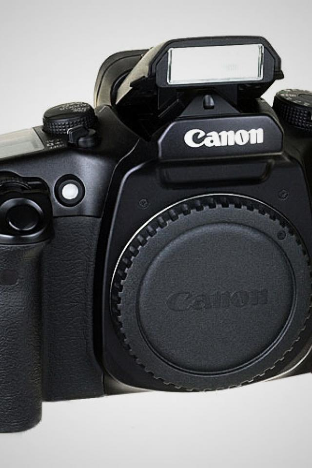 Canon EOS Elan 7E 35mm SLR Autofocus Camera Body Photo
