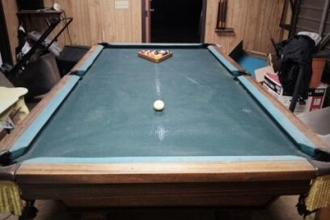 POOL TABLE Photo