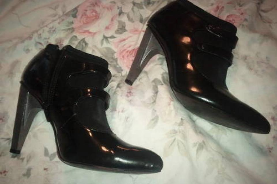 SEXY BLACK DEREON BOTTIE SIZE 7. GENTLY  WORN ONCE Large Photo