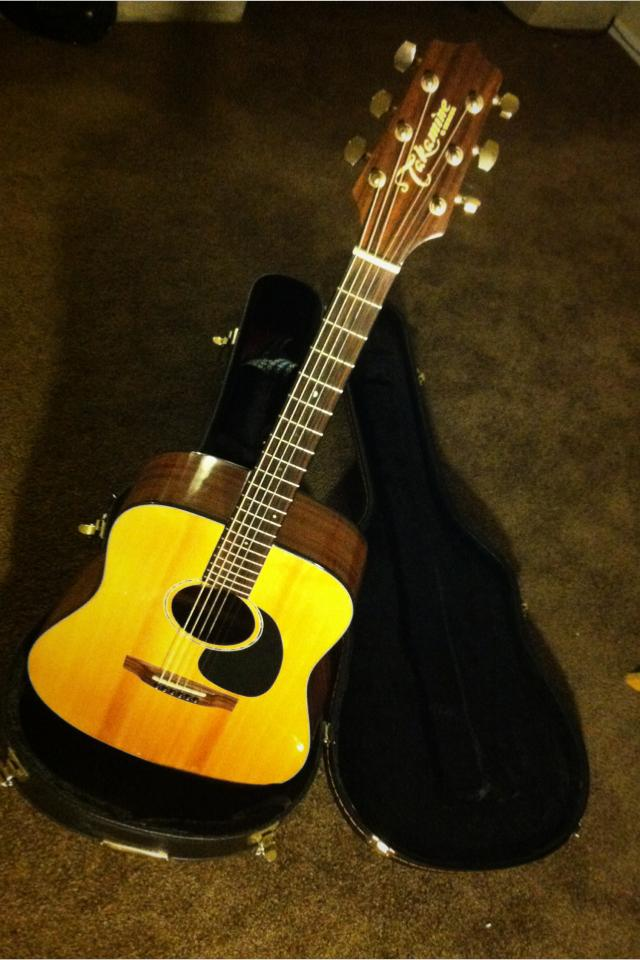 Takamine G340 series acoustic guitar Photo