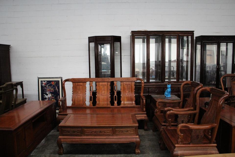 Rosewood Fortune design Living Room Set Large Photo