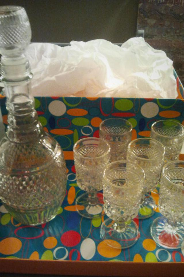 1975 VINTAGE Sherry Decanter and 6 Glasses Photo