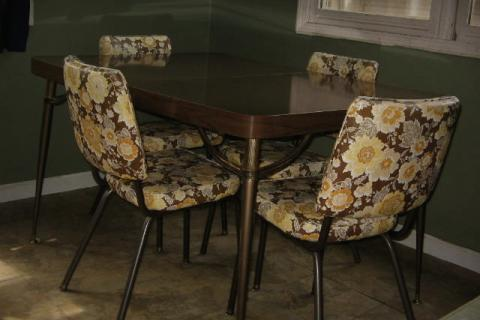 mid-century vinyl kitchen chairs with dining table Photo