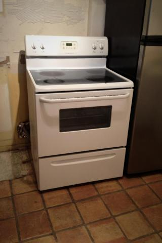 Frigidaire Electric Oven Photo