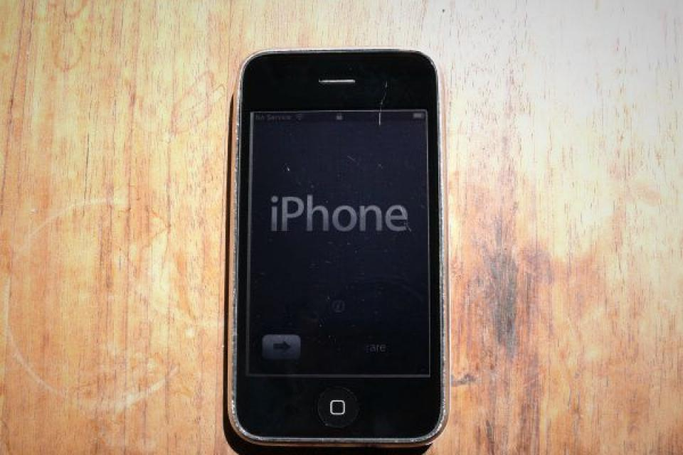 *Unlocked* iPhone 3GS 32GB Large Photo