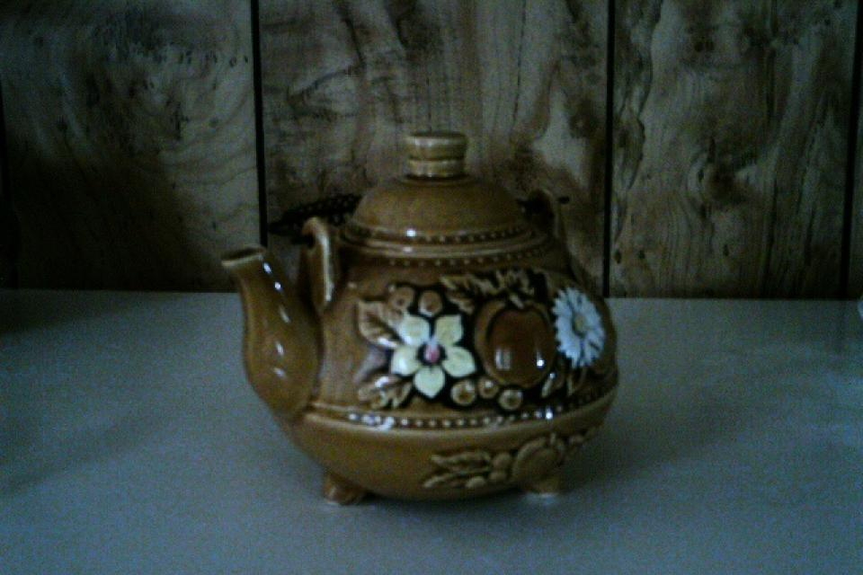 What kind of tea pot Large Photo