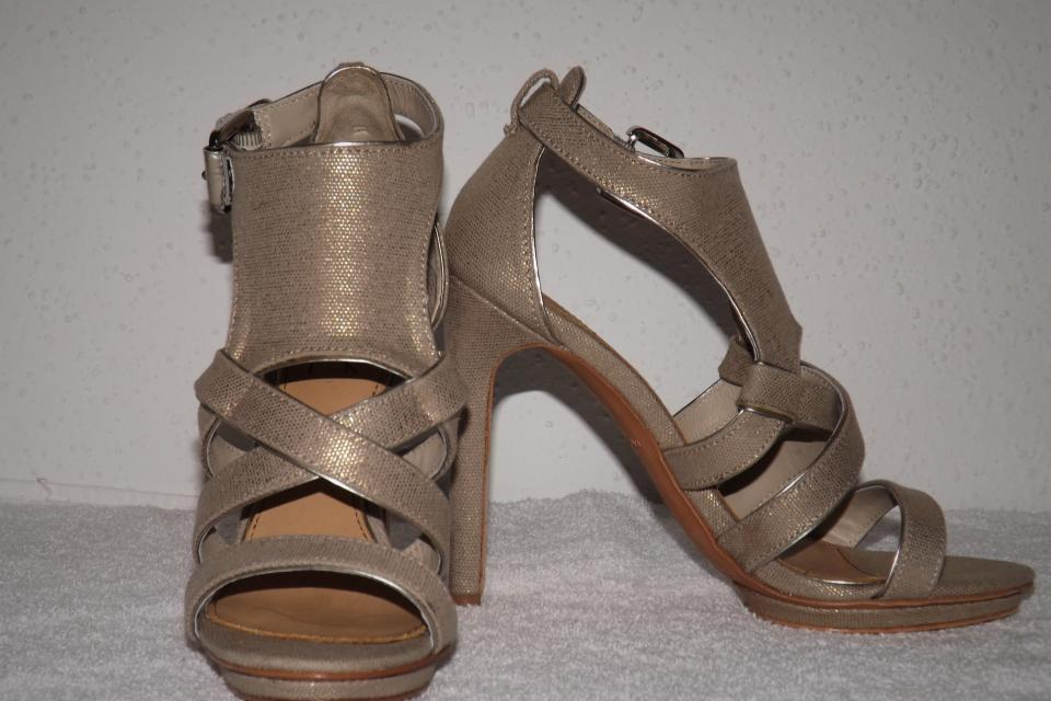 MARK & JAMES by BADGLEY MISCHKA MEG Metallic Natural Canvas Shoes Sz 7.5 Large Photo