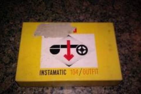 NICE/CLEAN VINTAGE KODAK INSTAMATIC 104/OUTFIT. Comes with Original Box and the Original 2 User Booklets and Instruction Manual  Photo