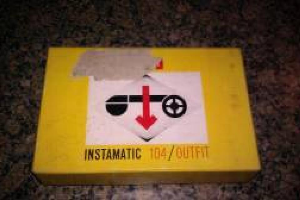 NICE/CLEAN VINTAGE KODAK INSTAMATIC 104/OUTFIT. Comes with Original Box and the Original 2 User Booklets and Instruction Manual  Large Photo