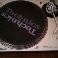 2x Technics SL-1200mk5 Turntables Photo