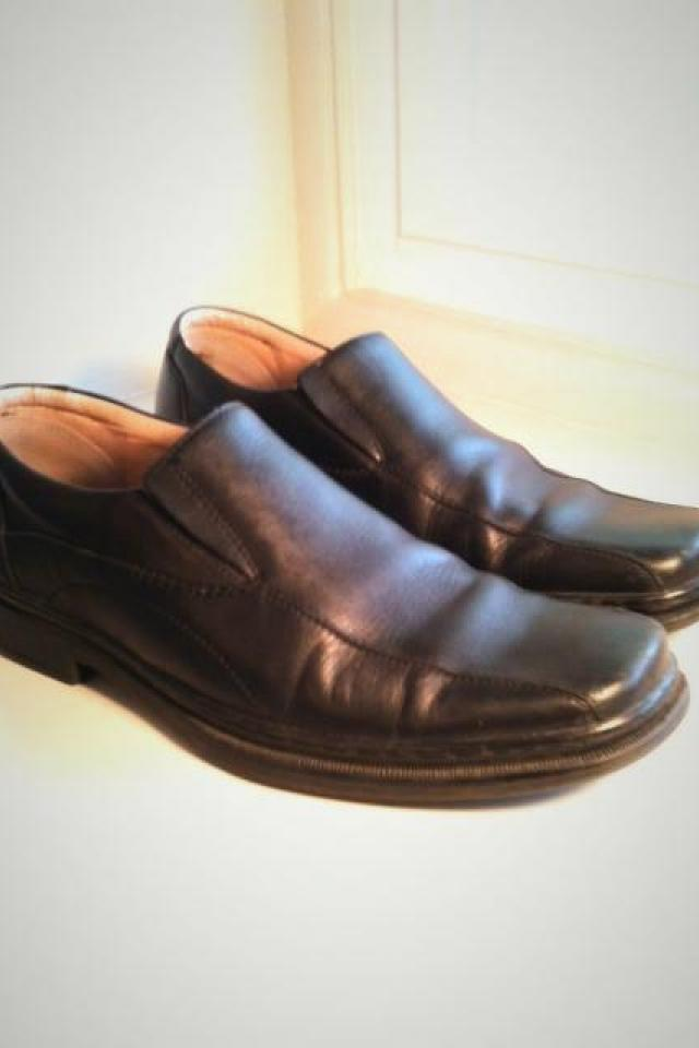Men's leather dress shoes slip on Bostonian size 11 Large Photo