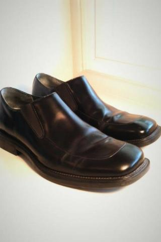Kenneth Cole Men's size 10 black leather slip on dress shoes Photo
