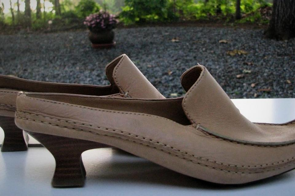 ♥♥♥ME TOO♥♥♥ TAN LEATHER SLIP ON HEELS  SZ 6.5, VERY TRENDY!!! Large Photo