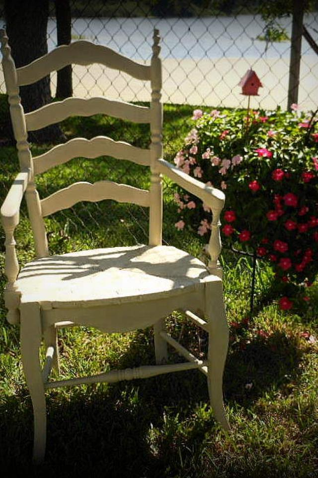 Shabby Chic wooden and wicker accent chair Photo