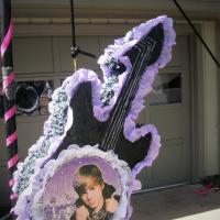 Justin Bieber pinata Photo