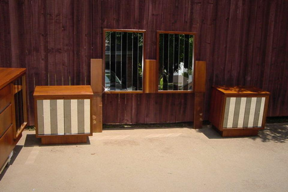BEDROOM SET HOLLYWOOD REGENCY  MIDCENTURY MODERN GLASS Large Photo