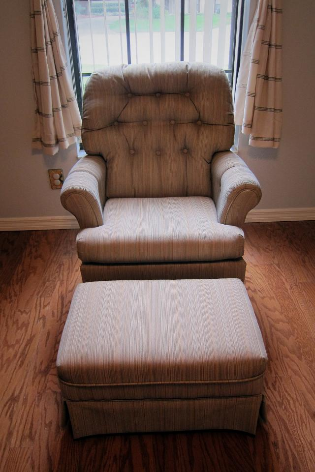 ARM CHAIR ROCKER & OTTOMAN - PERFECT CONDITION, LIKE NEW Photo
