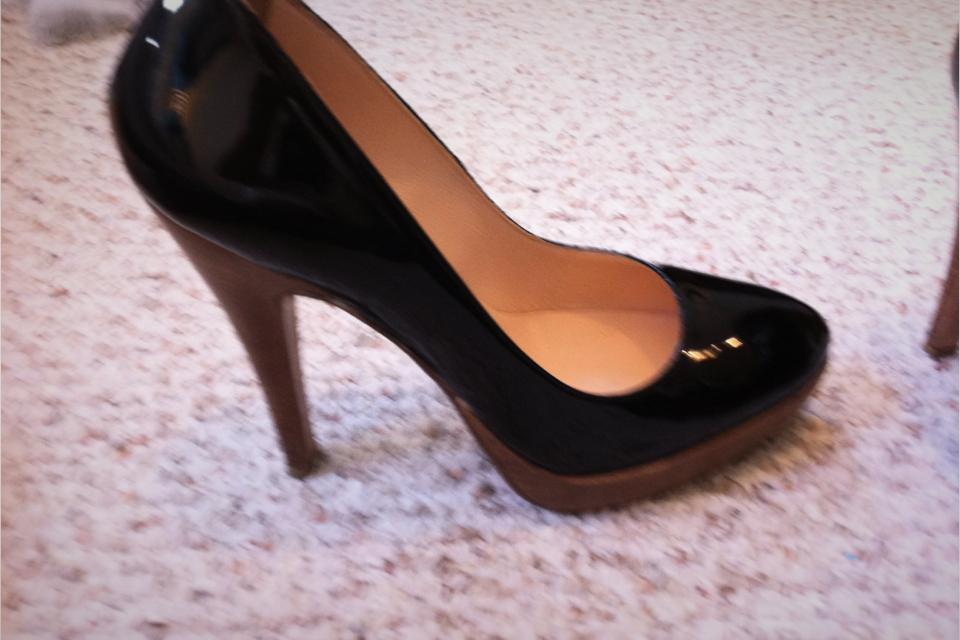 Black patent pumps Size 7.5 Large Photo
