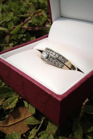 Helzberg Diamonds Wedding Set - $800  Photo
