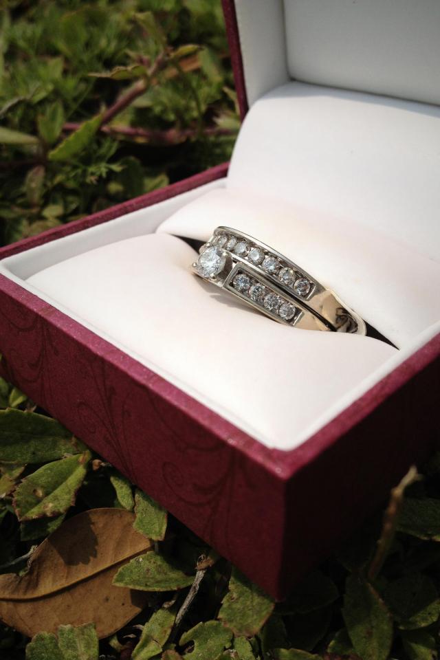 Helzberg Diamonds Wedding Set - $800  Large Photo