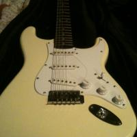 Need to sell ASAP fender guitar electric Photo